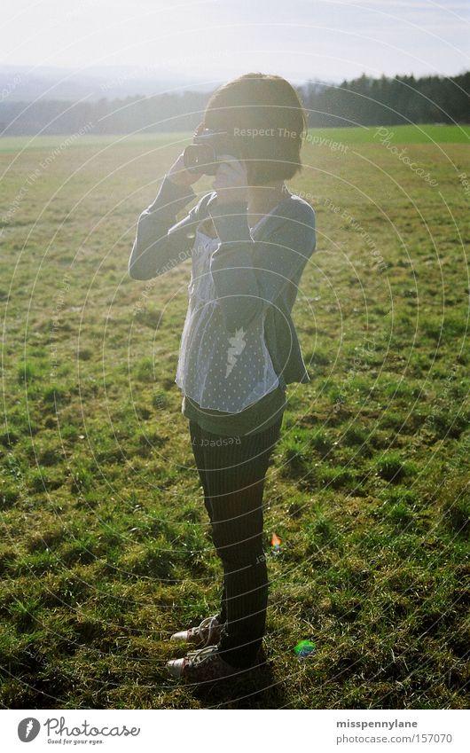 Frühling Jugendliche Sonne Freiheit Feld Fotokamera