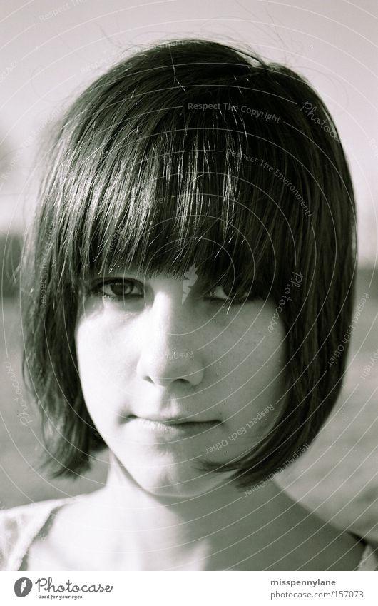 portrait Gesicht Auge Freiheit Haare & Frisuren Feld Vertrauen Pony Bob Schwarzweißfoto