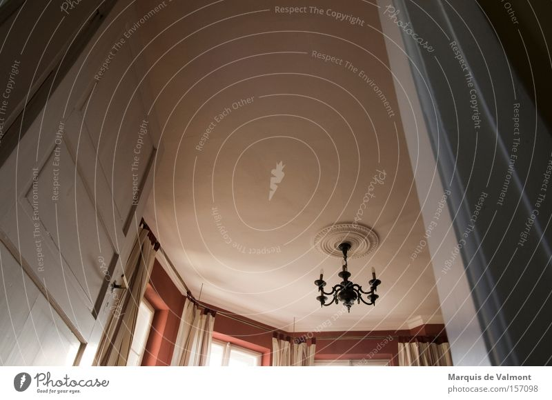 Turmzimmer Raum Wohnung Tür Turm Häusliches Leben Burg oder Schloss historisch Vorhang Haus Villa Altbau klassisch Leuchter geschmackvoll Lampe Erker