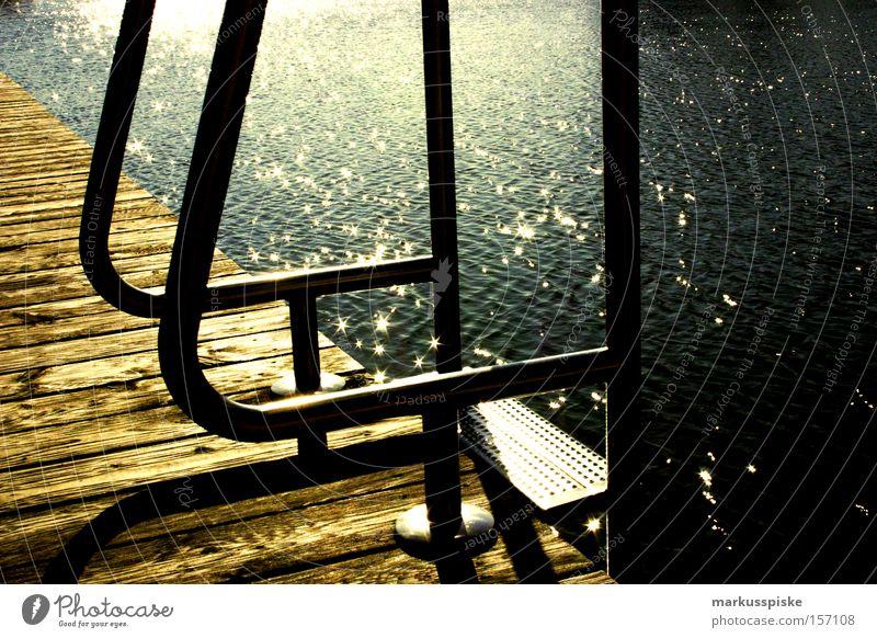 spring rein Wasser Ferien & Urlaub & Reisen Sommer springen See Schwimmbad tauchen tief Sprungbrett Leiter Freibad Einstieg (Leiter ins Wasser)