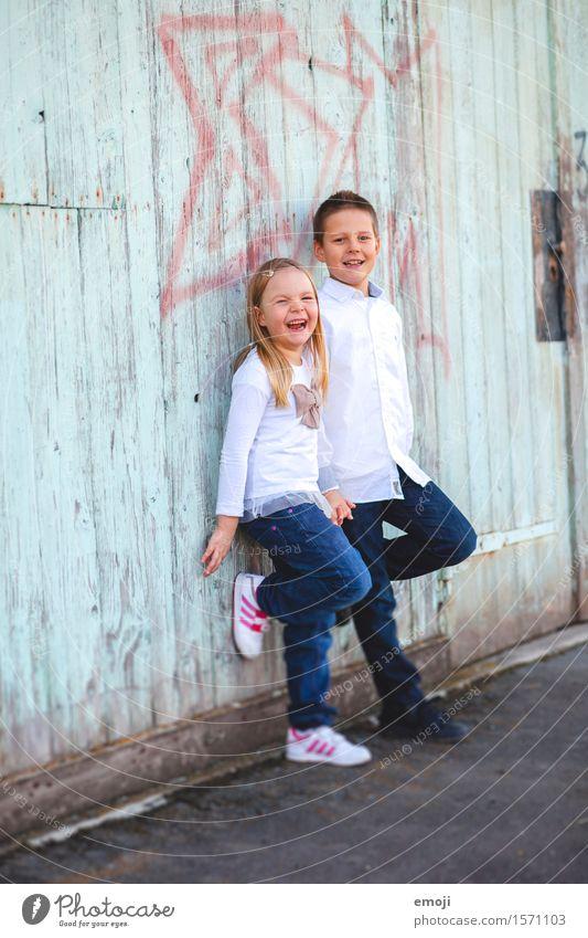 good times maskulin feminin Mädchen Junge Geschwister Kindheit 2 Mensch 8-13 Jahre Fröhlichkeit Glück lachen Farbfoto mehrfarbig Außenaufnahme Tag