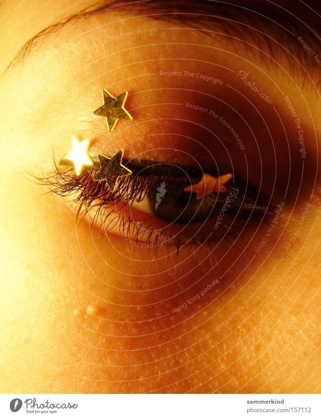 Sei mein Augenstern feminin Junge Frau Jugendliche 18-30 Jahre Erwachsene leuchten dunkel gold Trauer Verzweiflung Farbe Stern (Symbol) Sterntaler Wimpern