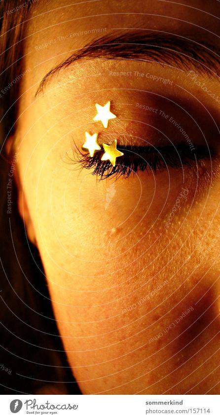 Sternschnuppenschauer Gesicht ruhig feminin Junge Frau Jugendliche Haut Auge gold Trauer Verzweiflung Farbe Stern (Symbol) geschlossen Sterntaler Sternchen