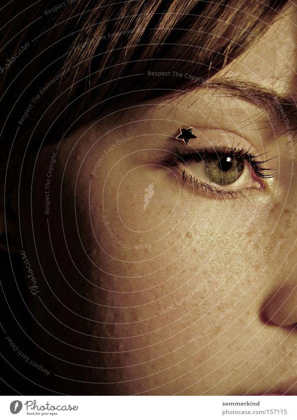 Sternenkriegerin Gesicht feminin Junge Frau Jugendliche Haut Auge 1 Mensch Stern (Symbol) Blick träumen Traurigkeit Stimmung ruhig Sehnsucht Einsamkeit