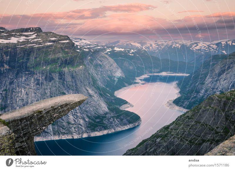 Trolltunga, Norway Ferien & Urlaub & Reisen Sommer Landschaft Einsamkeit Wolken Winter Ferne Berge u. Gebirge Schnee Freiheit See Felsen Horizont wandern Ausflug Schönes Wetter