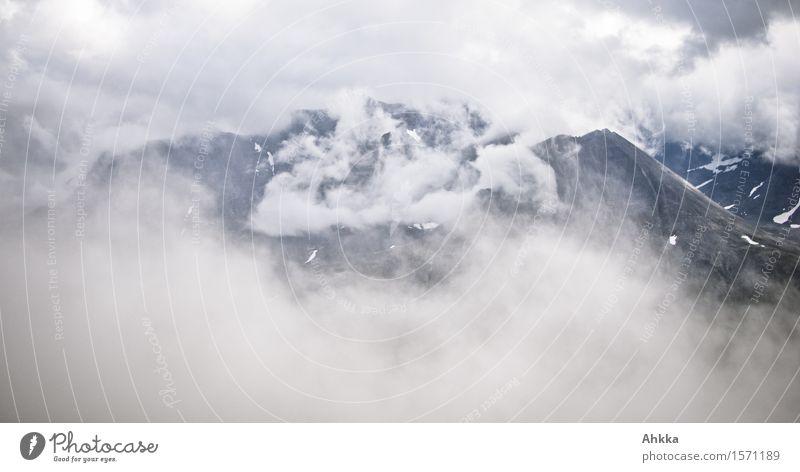 verhüllt nackt weiß Landschaft Einsamkeit Wolken Berge u. Gebirge Bewegung wild Nebel Perspektive Zukunft einzigartig Vergänglichkeit Wandel & Veränderung