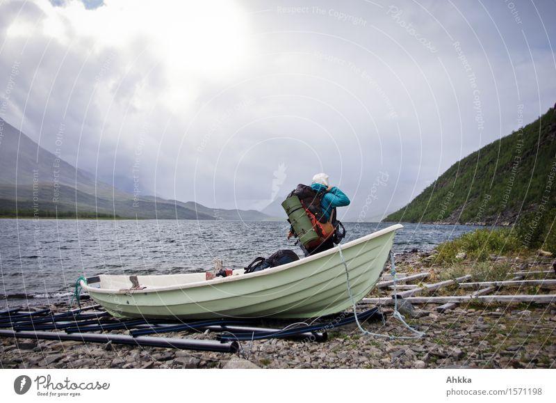 angelandet Mensch Natur Ferien & Urlaub & Reisen Jugendliche Junge Frau Landschaft Wolken Berge u. Gebirge kalt Leben Freiheit See Horizont Regen wild wandern