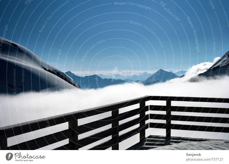 Wolkenschiff Himmel (Jenseits) Einsamkeit Wolken Ferne Winter Berge u. Gebirge Freiheit Horizont Aussicht Unendlichkeit Geländer Alpen Schneebedeckte Gipfel Balkon Hütte Wolkenloser Himmel