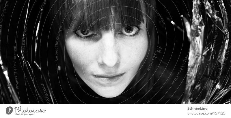 Surprise Surprise Überraschung Geschenkpapier Frau Dame Gesicht Schwarzweißfoto Wunsch Freude Reflexion & Spiegelung Folie schön