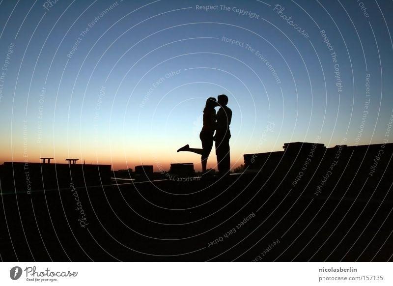Every time we kiss.. Küssen Liebe dunkel Lippen Leidenschaft Silhouette traumhaft Gefühle Sonnenuntergang Nacht Romantik Intimität Verkehrswege Zufriedenheit