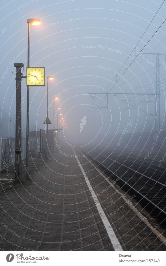 Karlshorst 4 Ferien & Urlaub & Reisen Berlin Nebel Zeit Eisenbahn Trauer Reisefotografie Uhr Gleise Station Laterne U-Bahn Bahnhof Verzweiflung kommen
