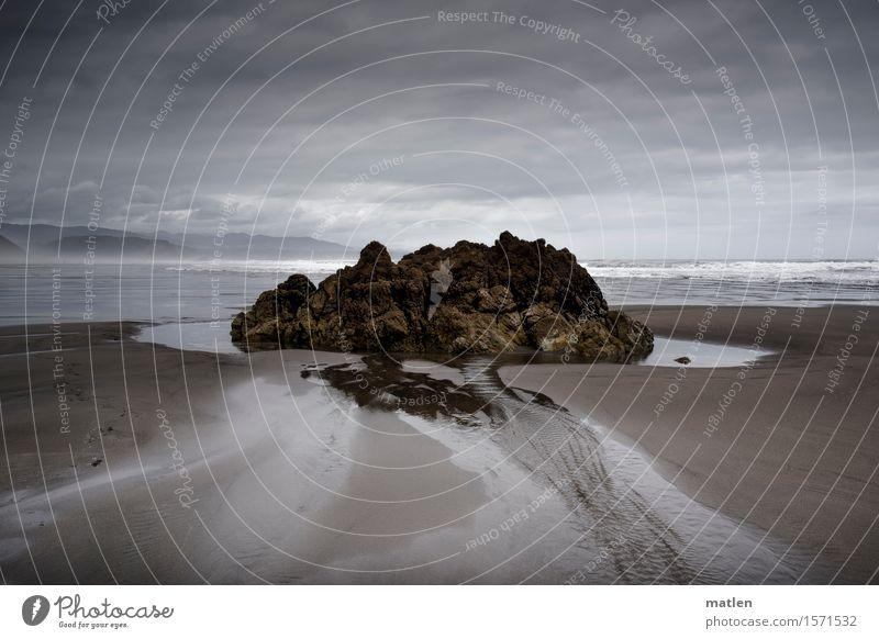 Gezeiten Landschaft Sand Wasser Himmel Wolken Horizont Sommer Wetter schlechtes Wetter Sturm Felsen Wellen Küste Strand Meer dunkel wild braun grau weiß