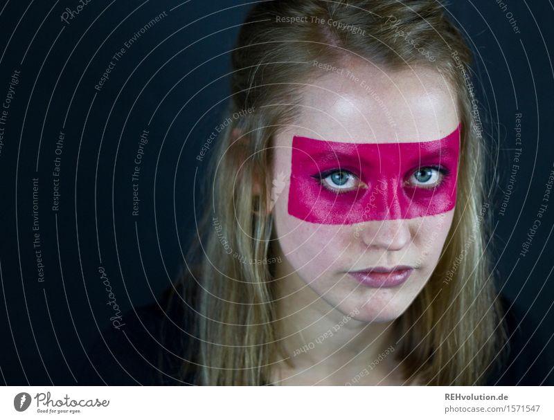 Junge Frau mit bemaltem Gesicht Mensch Jugendliche Erwachsene 1 18-30 Jahre Kunst Theaterschauspiel Kultur blond langhaarig Aggression Coolness exotisch schön