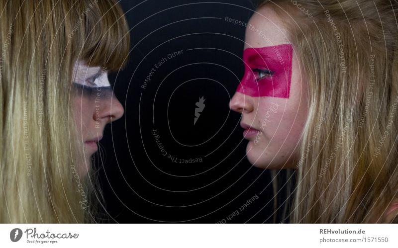 Auf Augenhöhe Mensch Jugendliche Junge Frau 18-30 Jahre Erwachsene feminin außergewöhnlich Kopf Zusammensein rosa Kraft blond authentisch Kommunizieren Coolness