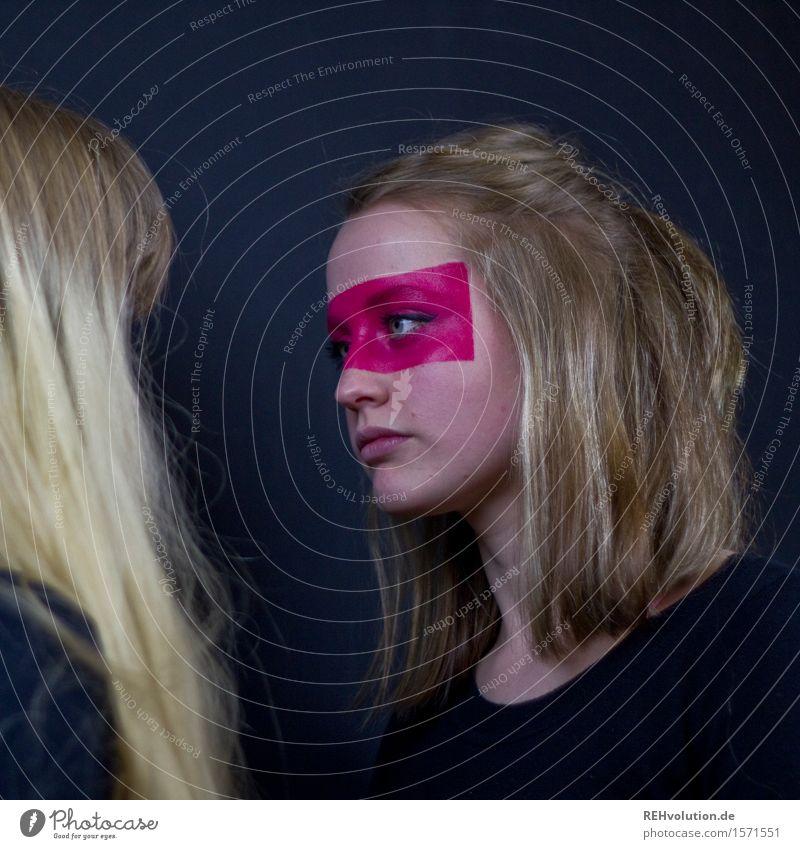 Alexa | im Kampfmodus Mensch feminin Junge Frau Jugendliche Gesicht 2 18-30 Jahre Erwachsene Haare & Frisuren blond langhaarig beobachten Kommunizieren Blick