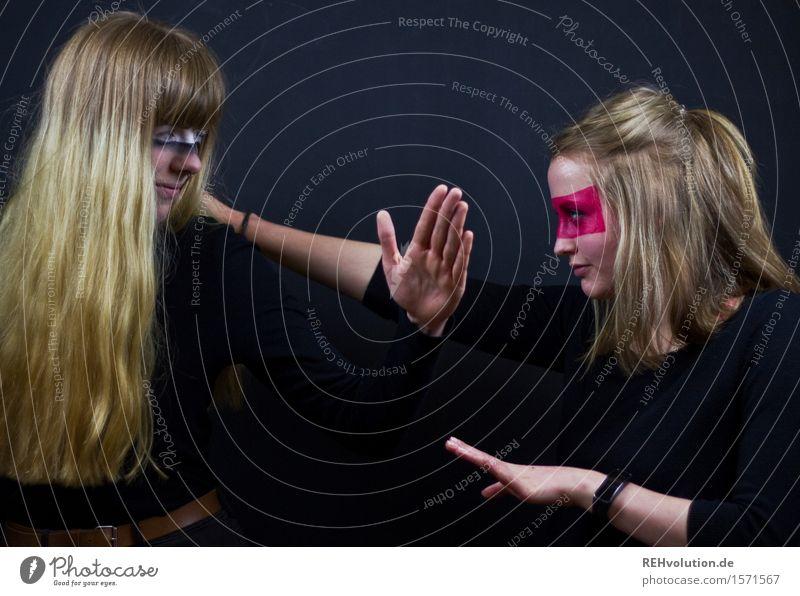 natürliche Dynamik Mensch Jugendliche Junge Frau 18-30 Jahre schwarz Erwachsene Bewegung feminin Kunst Freundschaft Zufriedenheit blond ästhetisch Tanzen Kultur Abenteuer