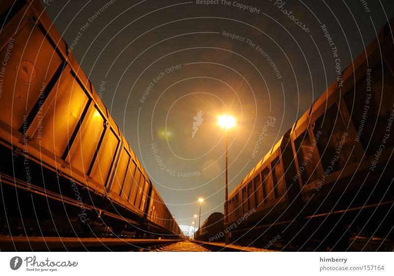 nighttrain Verkehr Eisenbahn Industrie Güterverkehr & Logistik Industriefotografie Gleise Laterne Beleuchtung Container Spedition Eisenbahnwaggon
