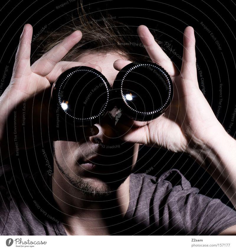 DURCHBLICK Teleskop Blick Durchblick Porträt Mann glänzend Stil Vorschau Mensch Schatten Licht clean