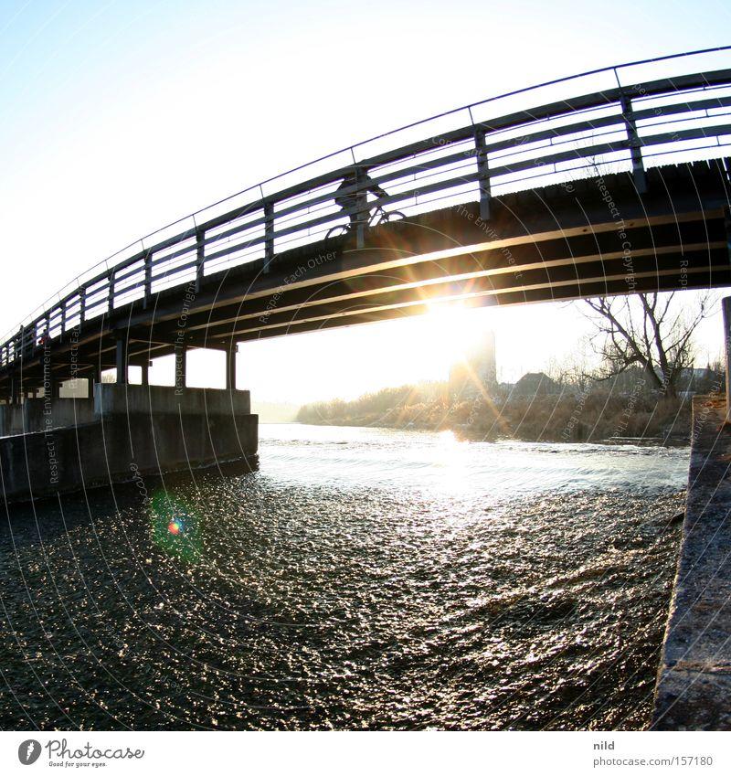 radlfahrer Winter Fahrrad Brücke Fluss München Bayern Quadrat Steg Schönes Wetter Isar Flaucher