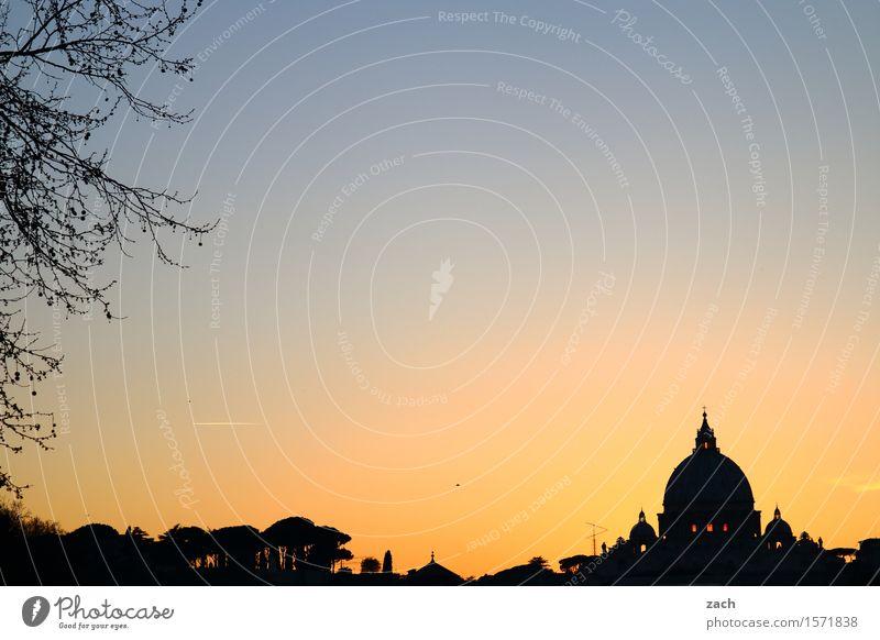 Erleuchtet Himmel Ferien & Urlaub & Reisen Stadt Religion & Glaube Kirche Italien historisch Wahrzeichen Hauptstadt Sehenswürdigkeit Stadtzentrum Altstadt