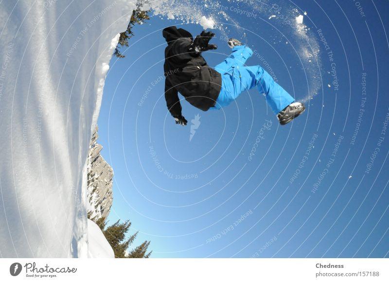 Schneelandung springen Schneefall Winter Wintersport Berge u. Gebirge blau Salto Drehung Pulverschnee Tiefschnee weich Jacke steil Sport Spielen