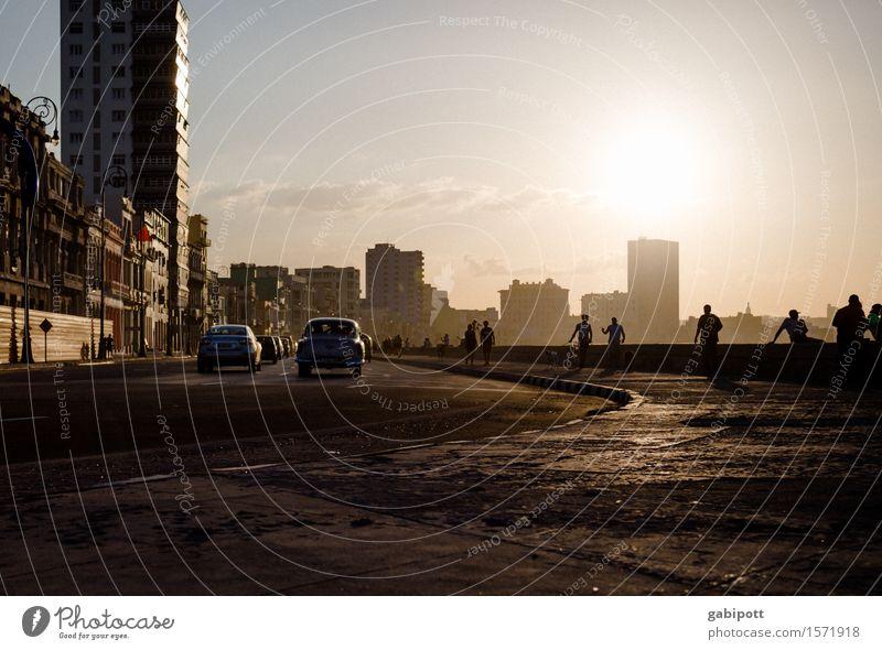 Havanna, Malecón Ferien & Urlaub & Reisen Stadt Haus Freude Architektur Leben Wege & Pfade Glück Tourismus Fröhlichkeit Energie Lebensfreude Vergänglichkeit