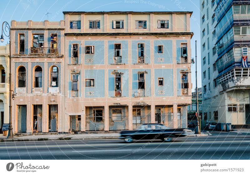 Havanna, Malecón Ferien & Urlaub & Reisen Stadt alt Sommer Haus Ferne Straße Wege & Pfade Gebäude Freiheit Tourismus träumen PKW Ausflug Vergänglichkeit