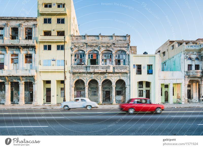 Havanna, Malecón Ferien & Urlaub & Reisen Tourismus Ausflug Abenteuer Ferne Sommer Kuba El Malecón Stadtzentrum Altstadt Haus Fassade Straße PKW Oldtimer
