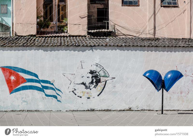 Cuba Havanna Kuba Hauptstadt Hafenstadt Stadtzentrum Altstadt Haus Mauer Wand Fassade Zeichen Schriftzeichen trashig blau rot Wandmalereien Telefonzelle Fahne