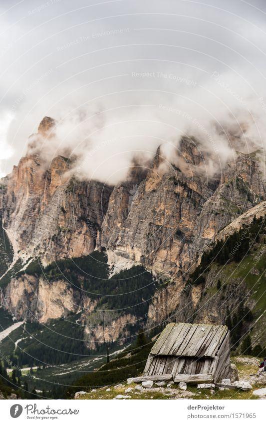 Schutzhütte in den Dolomiten in den Wolken Ferien & Urlaub & Reisen Natur Sommer Pflanze Landschaft Ferne Berge u. Gebirge Umwelt Tourismus Freiheit Felsen