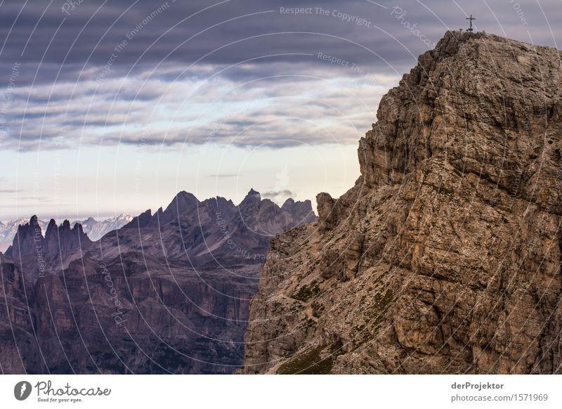 Wandern in Dolomiten mit Panorama Ferien & Urlaub & Reisen Tourismus Ausflug Abenteuer Ferne Freiheit Berge u. Gebirge wandern Umwelt Natur Landschaft Pflanze