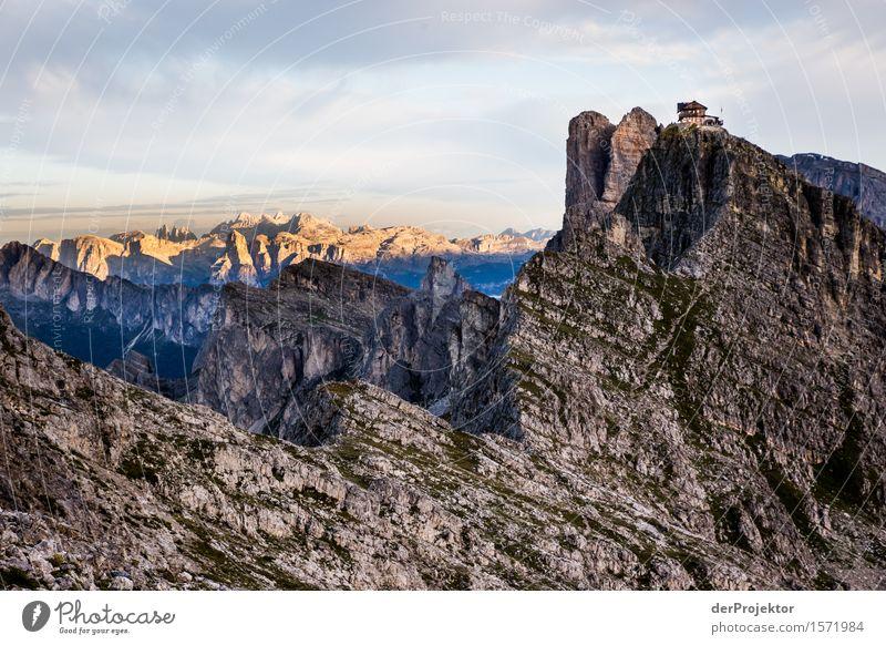 Schicke Hütte mit Panoramablick Natur Ferien & Urlaub & Reisen Pflanze Sommer Landschaft Tier Ferne Berge u. Gebirge Umwelt Freiheit Felsen Tourismus wandern Ausflug Schönes Wetter Abenteuer