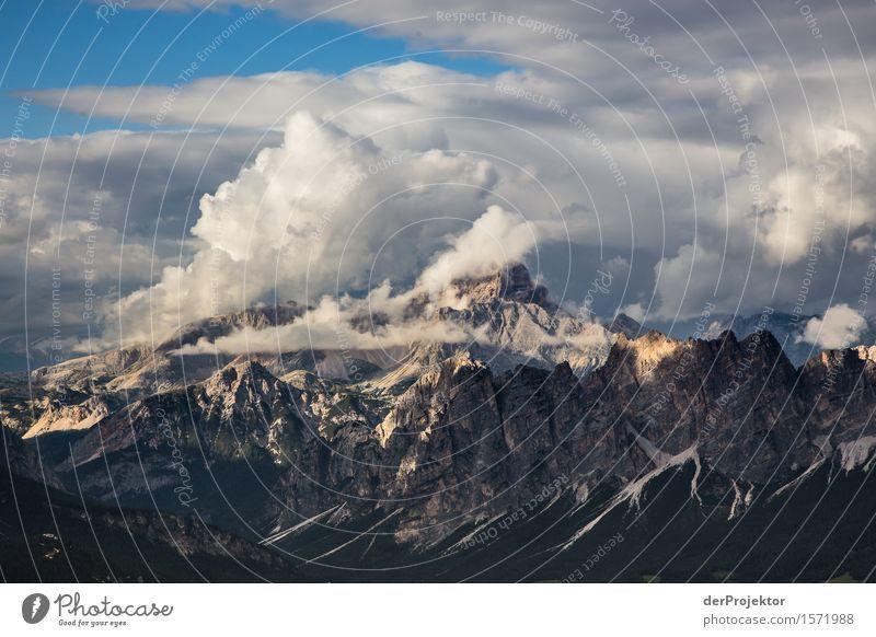 Wolken in den Dolomiten Ferien & Urlaub & Reisen Natur Sommer Pflanze blau Landschaft Ferne Berge u. Gebirge Umwelt Tourismus Freiheit Ausflug wandern gold