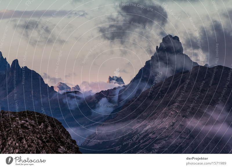 Berge und Wolken Natur Ferien & Urlaub & Reisen Pflanze Sommer Landschaft Tier Ferne Berge u. Gebirge Umwelt Freiheit Felsen Tourismus wandern Ausflug
