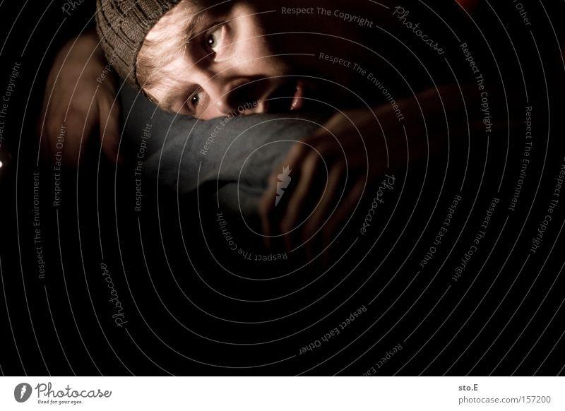 leblos Mensch Porträt Mann Hand Krallen Gesicht Bett Tod Trägheit Bewusstseinsstörung Angst Panik gefährlich unbewegt erstaunt