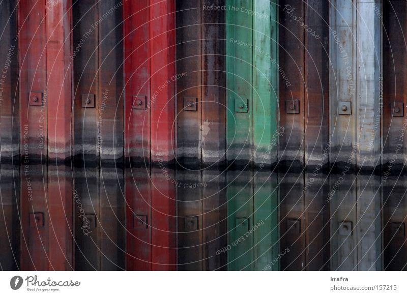 Schleusenfarben Wasser alt grün rot Farbe braun Architektur Hafen Spiegel Rost Eisen Spiegelbild Bayern Schleuse Regensburg