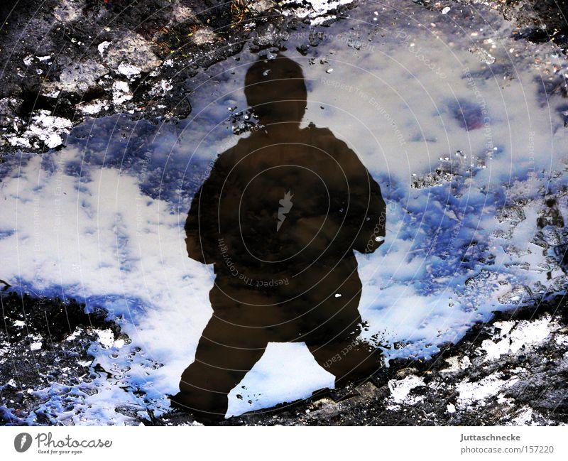 Yeti Reflexion & Spiegelung Winter kalt Eis Schnee Pfütze Silhouette Schatten gefroren frieren Mensch Erfolg Macht Juttaschnecke
