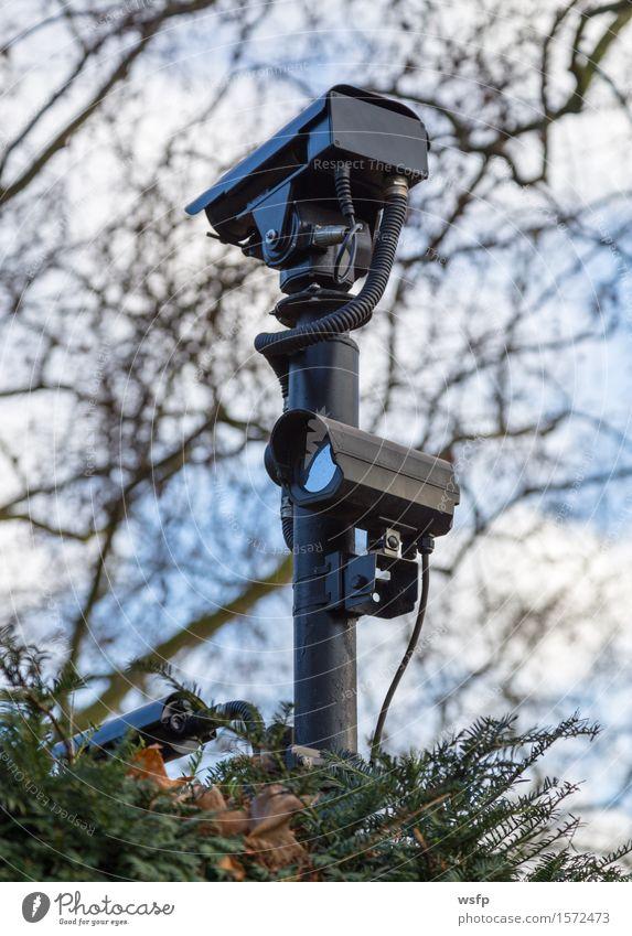 Kameraüberwachung zur Sicherheit an einem Gründstück Videokamera Überwachung Überwachungskamera Videoüberwachungsanlage video vorratsdatenspeicherung 1984