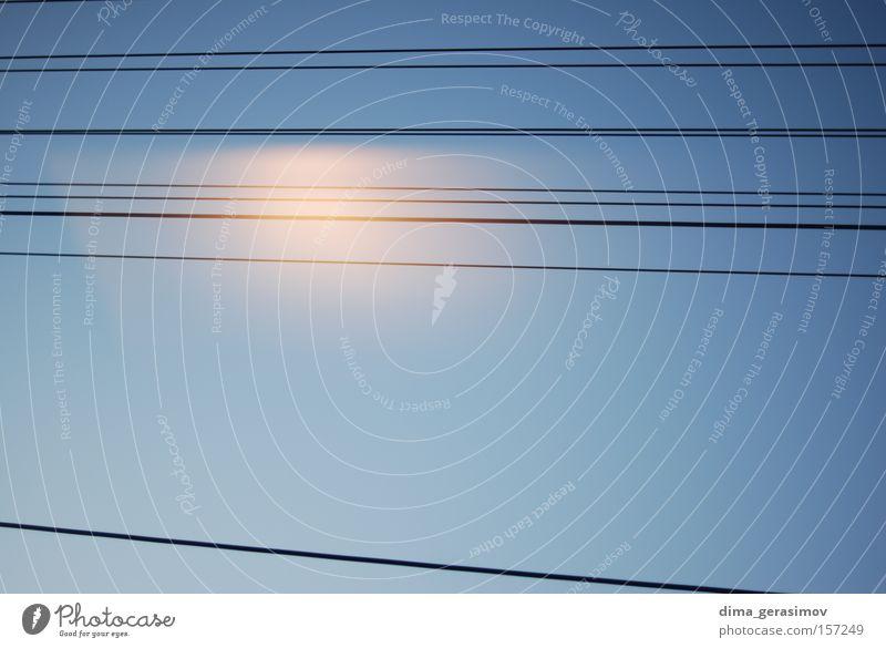 Linien 2 Zeile direkt blau Sommer Himmel parallel Eisenbahn Kommunizieren Farbe Verkehr gerade Linie aufrecht Zug Ferien & Urlaub & Reisen