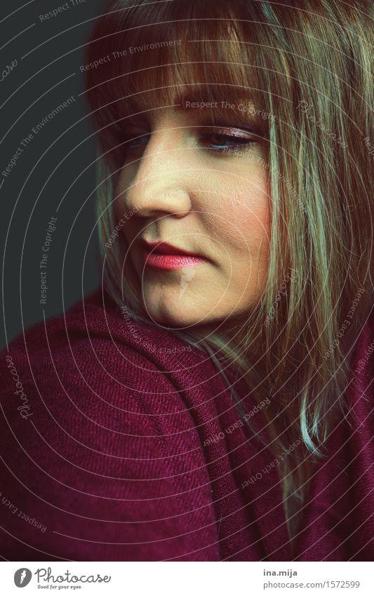 Die Stille ist zum Nachdenken gedacht Mensch Frau Jugendliche Junge Frau 18-30 Jahre Gesicht Erwachsene Leben Gefühle feminin Haare & Frisuren Stimmung