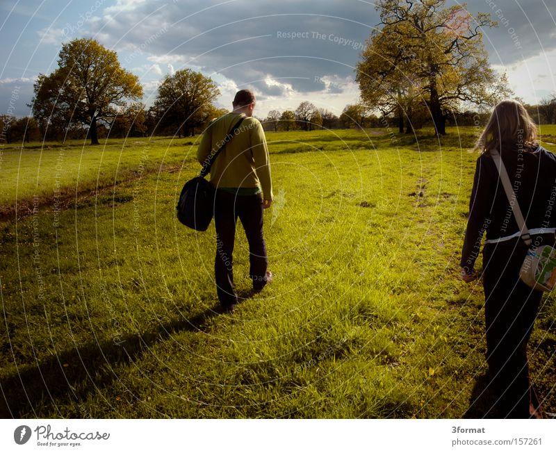 nah bei Dessau Mensch Frau Mann Wiese Frühling Feld laufen wandern Ausflug Spaziergang Laufsport Länder Ziel Weide Grundbesitz Weide