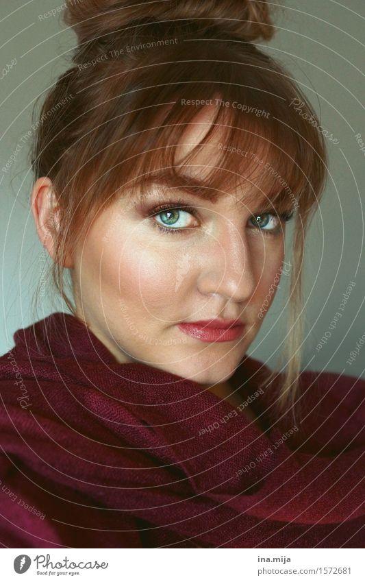 _ Mensch Frau Jugendliche schön Junge Frau rot 18-30 Jahre Gesicht Erwachsene Leben Gefühle feminin Stimmung authentisch ästhetisch Erfolg