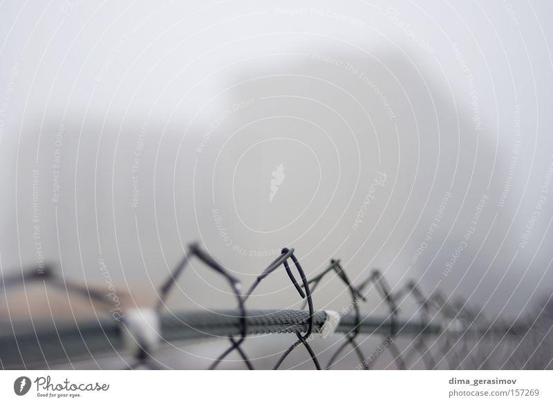 Farbe Straße grau Angst Nebel Zaun Grenze Begrenzung Borte