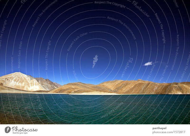 Pangong Tso See Umwelt Natur Landschaft Urelemente Erde Sand Wasser Himmel Wolken Schönes Wetter Berge u. Gebirge Seeufer Ladakh Indien Asien Menschenleer