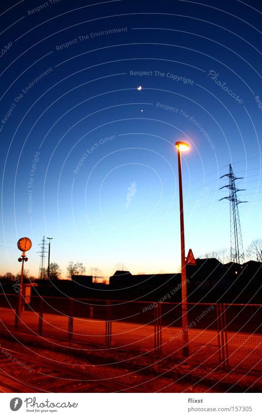 Cold sun Sonnenuntergang Bahnhof Eisenbahn Uhr Laterne Licht Lampe Mond Stern Farbenspiel Winter Himmelskörper & Weltall Sternenhimmel