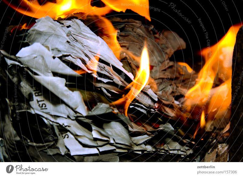 Kleinkind, Du kannst erleichtern meine Feier Wärme Angst Brand Feuer Papier Vergänglichkeit brennen Flamme Zerstörung Heizung Panik Brandasche Pfingsten