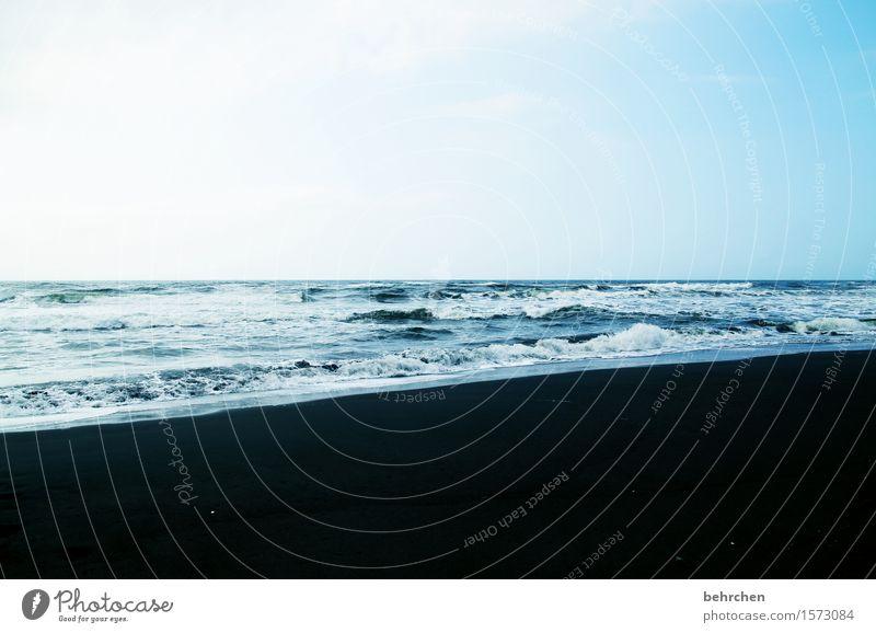 kontrast Himmel Natur Ferien & Urlaub & Reisen blau schön Sommer Meer Landschaft Ferne Strand schwarz Küste außergewöhnlich Freiheit Schwimmen & Baden Horizont
