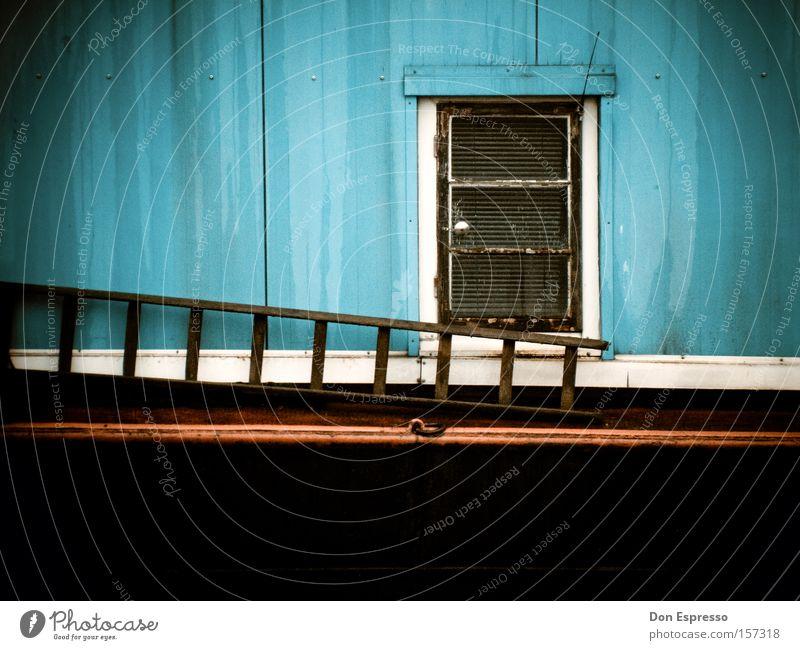 Spotlight on Simpleness Fenster Tür Leiter Wasserfahrzeug blau rot Stillleben Hausboot Eingang Tor Ausgang einfach simpel sehr wenige Detailaufnahme Dinge