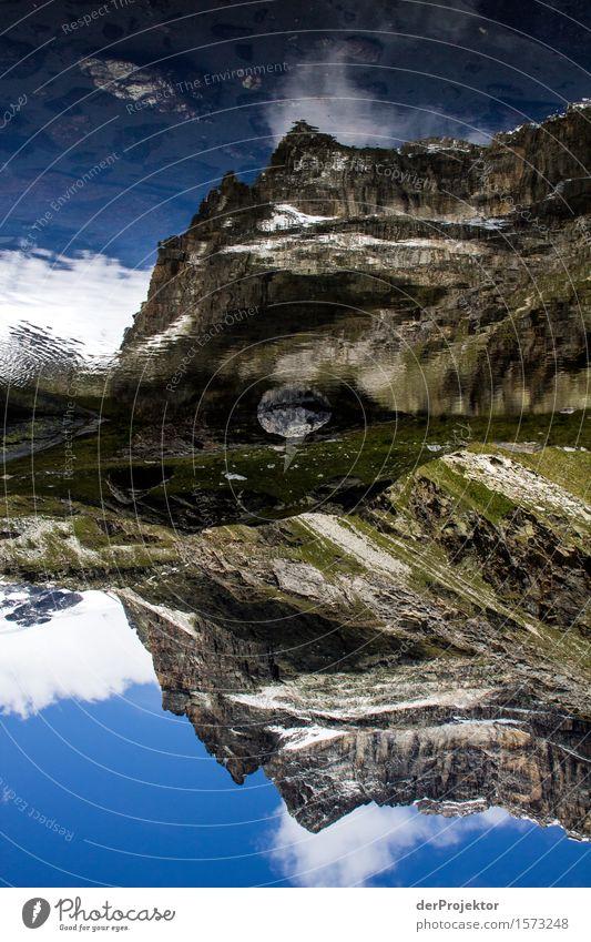 Spiegelung eines Berges in Savoien Zentralperspektive Starke Tiefenschärfe Sonnenstrahlen Sonnenlicht Lichterscheinung Silhouette Kontrast Schatten Tag