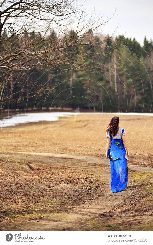 Landschaftslandschaft der jungen Frau im Frühjahr Mensch Natur Ferien & Urlaub & Reisen Jugendliche blau grün schön Sommer Junge Frau weiß Baum Blatt Freude